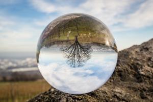 glass-ball-1547291_1280